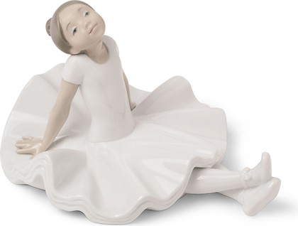 Статуэтка фарфоровая NAO Отдых на репетиции (Resting Pose) 11см 02001616