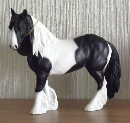 Статуэтка Lesser & Pavey Лошадь черно-белая, 16x15см, полистоун LP12309