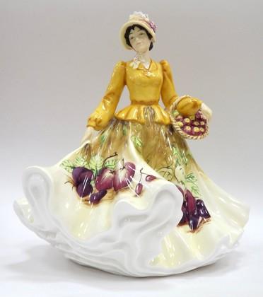 Статуэтка English Ladies Осенние фрукты 22см, фарфор ELGELS04601