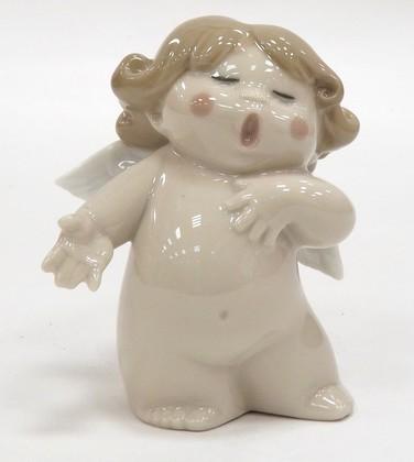 Статуэтка фарфоровая Поющий ангелочек (Sing-Song!) 8см NAO 02005018