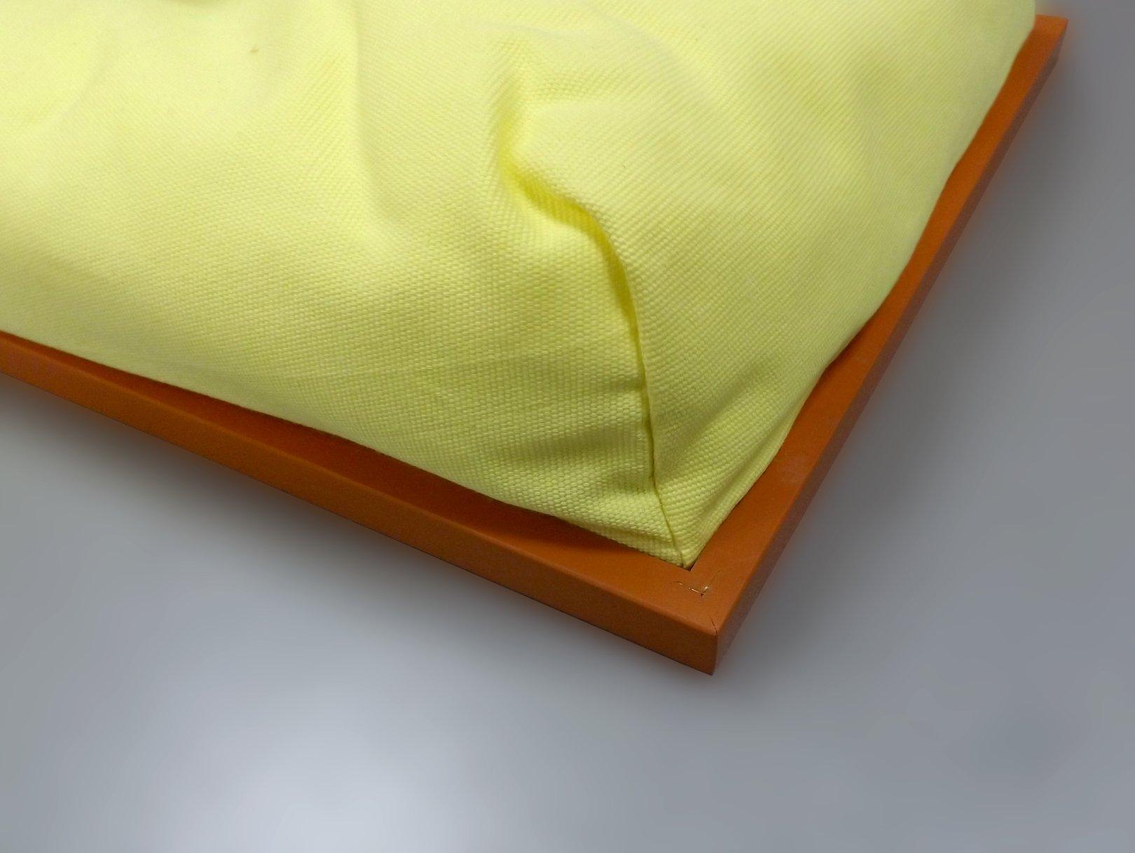 Обратная сторона подноса на подушке со стилизованным рисунком на кондитерскую тему от Top Art Studio