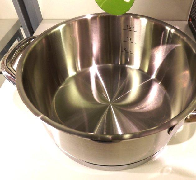 Кастрюля с мерной шкалой из набора посуды PRESIDENT из новинок от Tescoma, представленных на выставке HouseHoldExpo в сентябре 2015 года