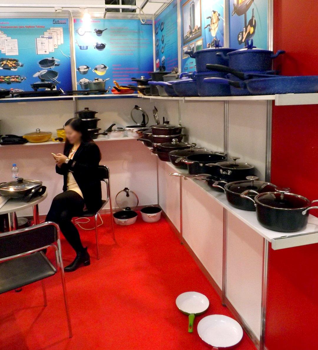 Одна из экспозиций китайских участников выставки HouseHoldExpo в марте 2016 года