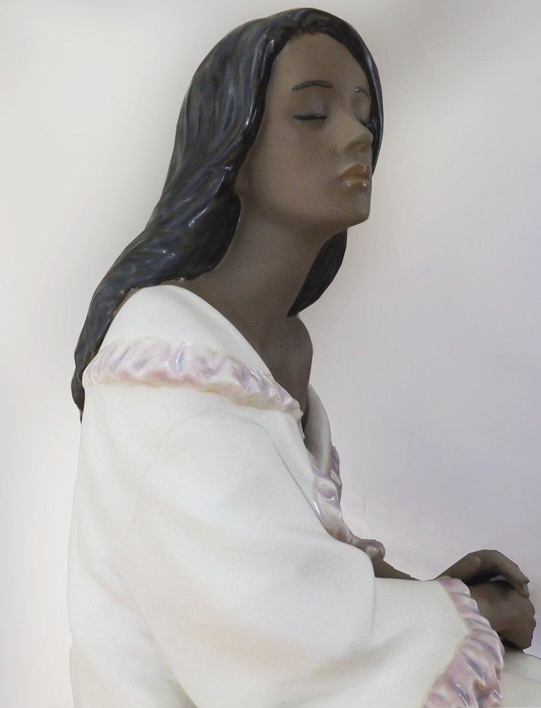 Керамическая статуэтка Morning Repose (На заре), созданная художниками под испанским брендом NAO, принадлежащим компании Lladro