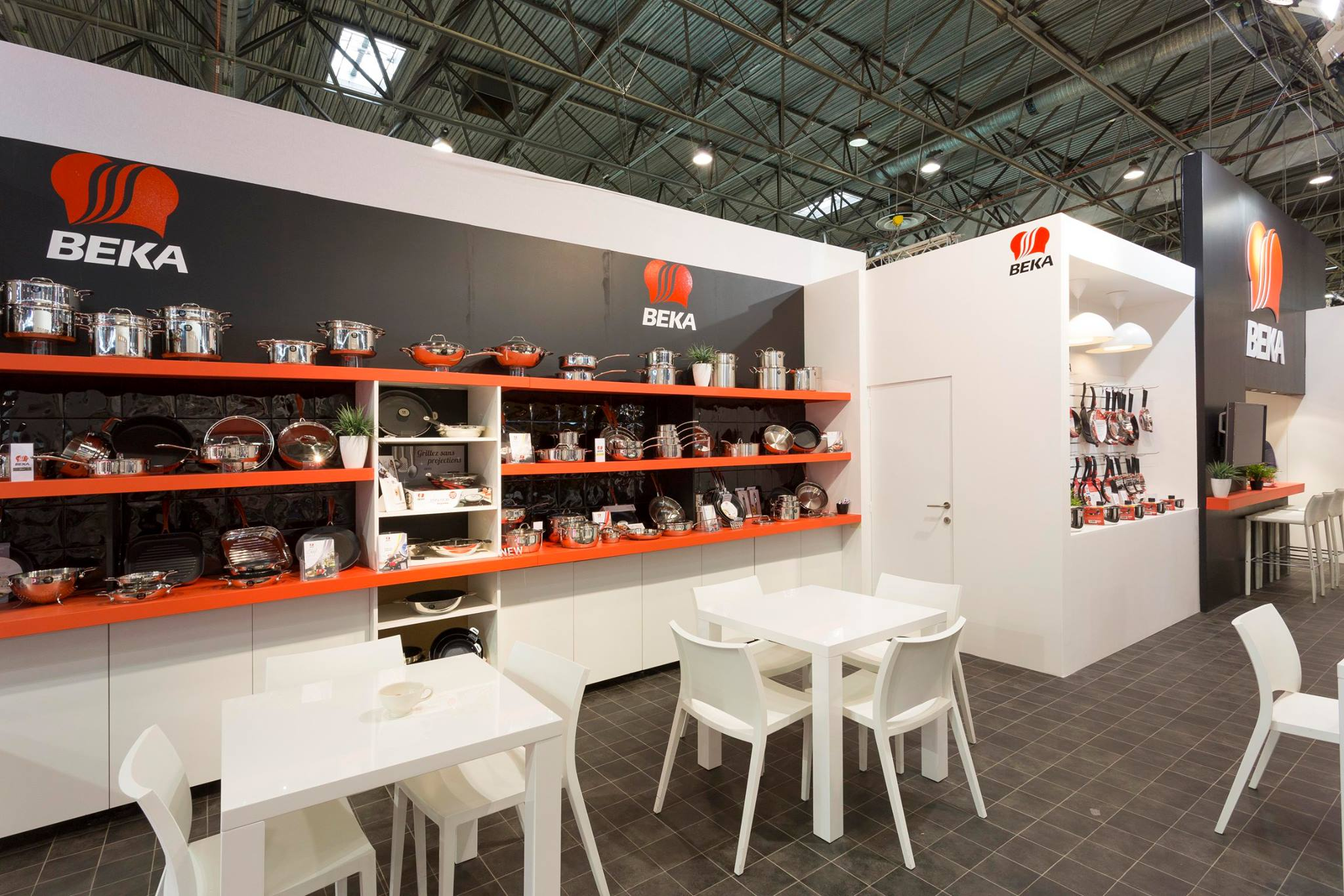 Экспозиция посуды и кухонных аксессуаров от компании Beka на парижской выставке Maison & Objet 2014 - вид В