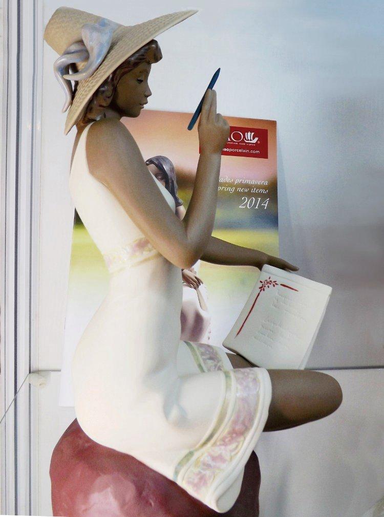 Керамическая статуэтка Penfriend (Летние письма), созданная художниками под испанским брендом NAO, принадлежащим компании Lladro