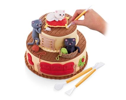 Торт, украшаемый с помощью инструментов Delicia DECO от Tescoma. Вид Б