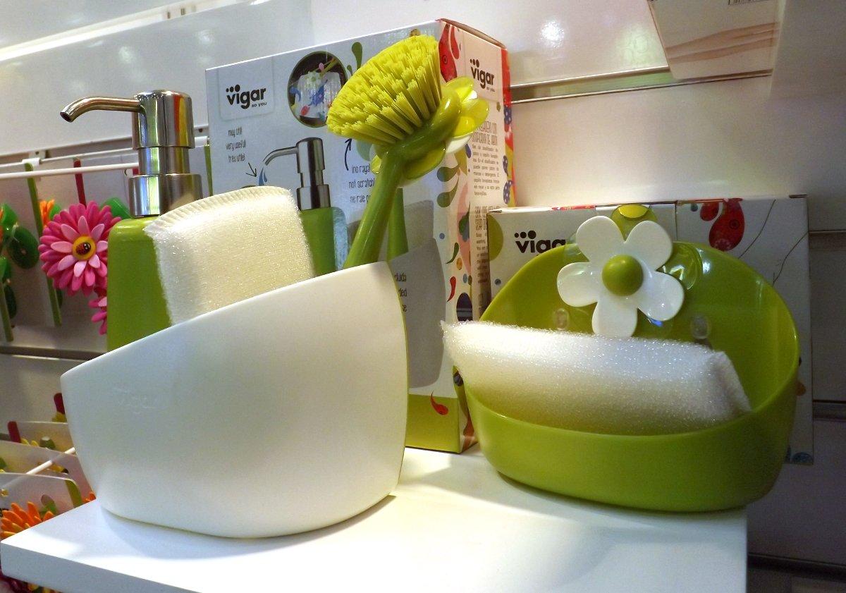 Некукольные варианты дизайна изделий на экспозиции бренда Vigar во время выставки HouseHoldExpo 2015