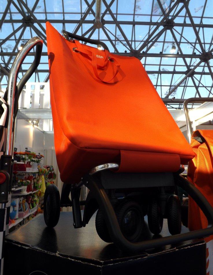 Сумка-тележка Rolser, произведённая в Испании, на выставке КонсумЭкспо 2014 в московском Экспоцентре