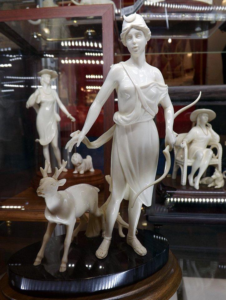 Скульптурное изображение персонажей мифов на выставке LuxuryHITS 2014. Автор: Юрий Бабушкин